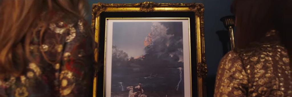 Image du vidéoclip Silver Lining de First Aid Kit. Les 2 chanteuses, de dos, regardent une peinture d'un orage dont les nuages noirs ont un contour lumineux.